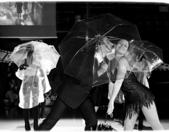 14418 foto  Singing in the rain