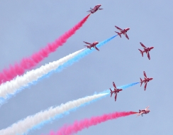 foto  Le red arrows in azione
