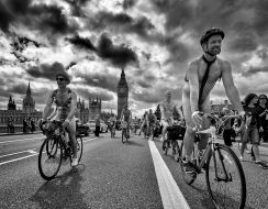 8200 foto  World Naked Bike Ride